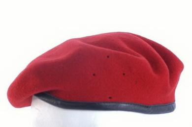 Baret AÈR s èeským odznakem èervený použitý - zvìtšit obrázek