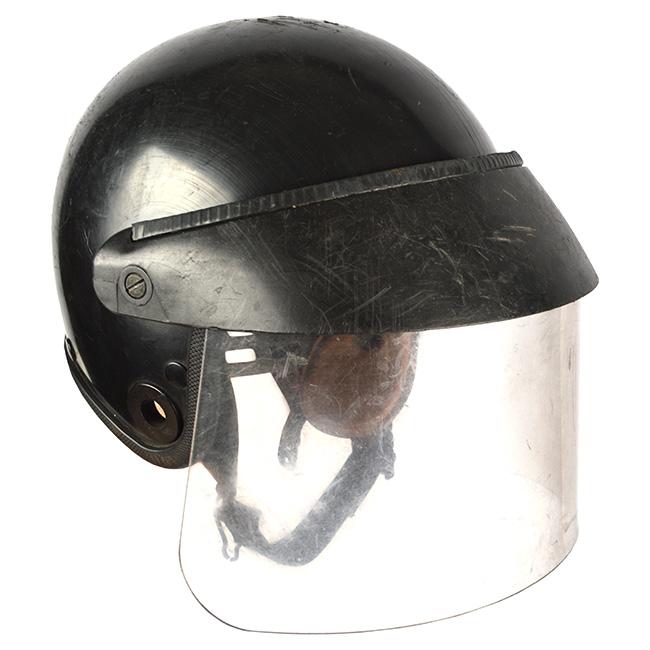 Helma zásahová se štítem AP 23 použitá