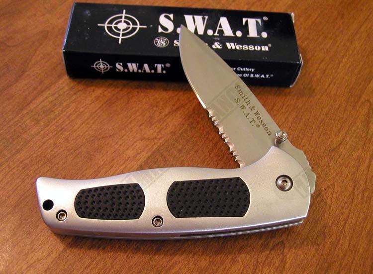 SMITH WESSON Nůž kapesní zavírací S.W.A.T. - SW 3000